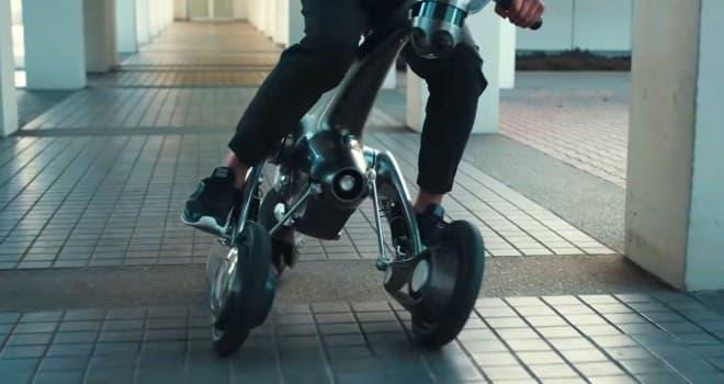 未来の世界の馬型ロボット「CanguRo」