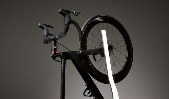 フロアライト付きの自転車用ラックVadolibero「Vertik」