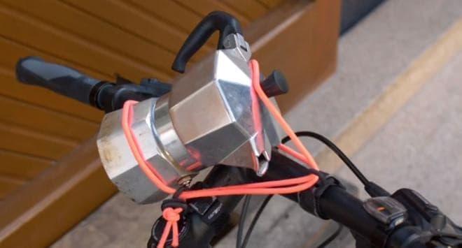 世界最小、最軽量の自転車用ラック「carryyygum」