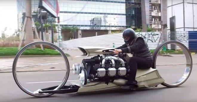 ハブレスホイールと、航空機用エンジンを採用したカスタムバイク ― Tarso Marquesの「TMC Dumont」