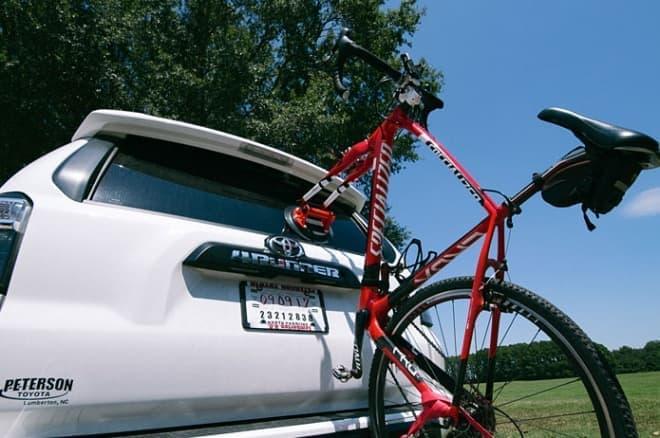 バックパックに入る車載用サイクルキャリア「KUPPER MOUNT」