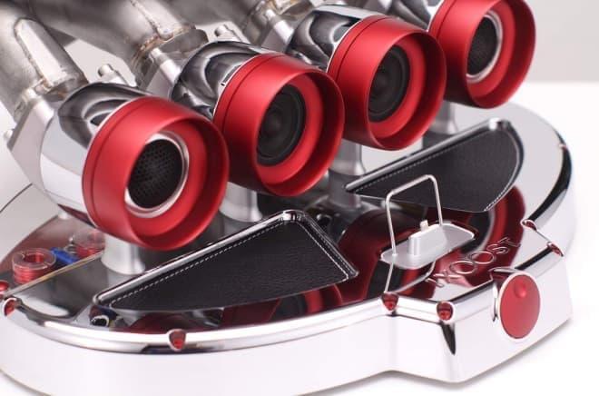 F1マシンのエキゾーストパイプに敬意を表するiPhoneドック、iXOOSTの「OTTO」