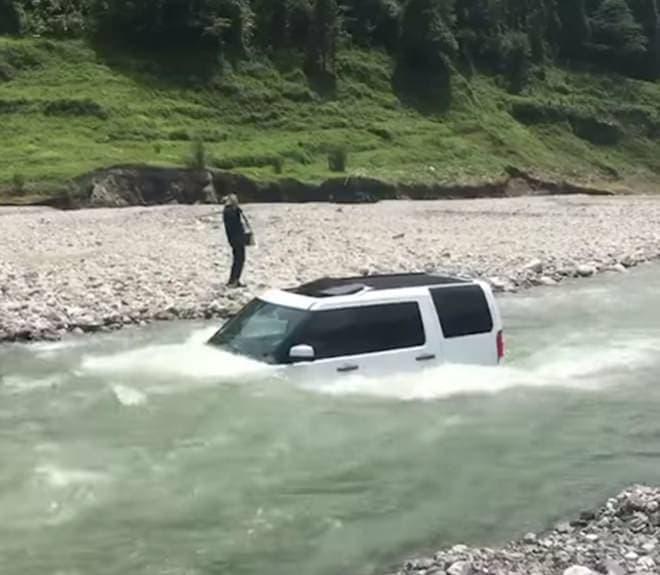 川で洗車したら、こうなった