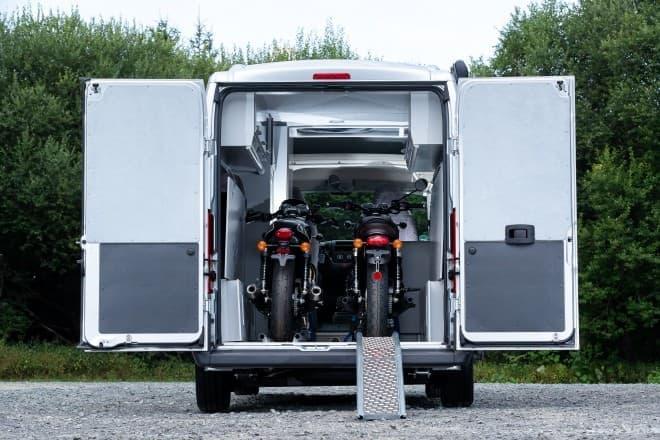 バイクを2台載せられるキャンピングカー、シトロエン「Jumper」