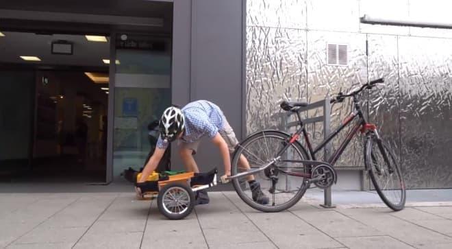 折り畳んでリアホイール上に収納できるサイクルトレーラー「Trenux」