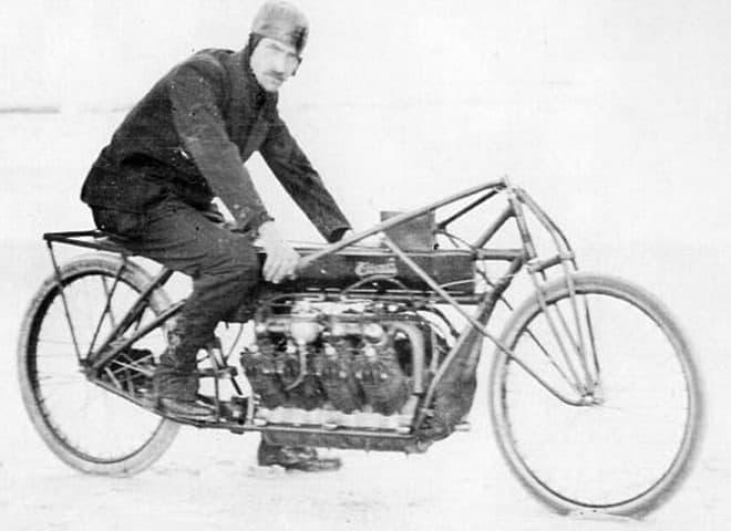 「地上最速の男」グレン カーチス氏とCurtiss V-8