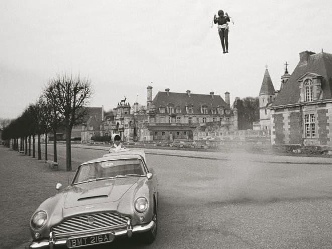 アストンマーティン、映画『007』シリーズに登場するボンドカーの「DB5」の復刻版を生産