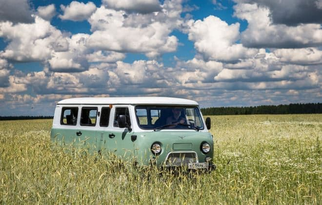 UAZバンの60周年記念限定車「2206 ジュビリー」、予約販売開始