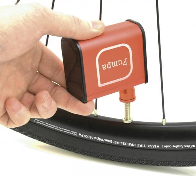 ポケットに入る自転車用の電動空気入れ「miniFumpa」、Greenfundingで先行販売開始