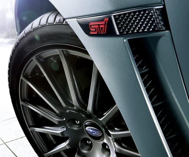 SUBARU「WRX S4 STI Sport」 245/40R18タイヤ&18インチ×8 1/2Jアルミホイール