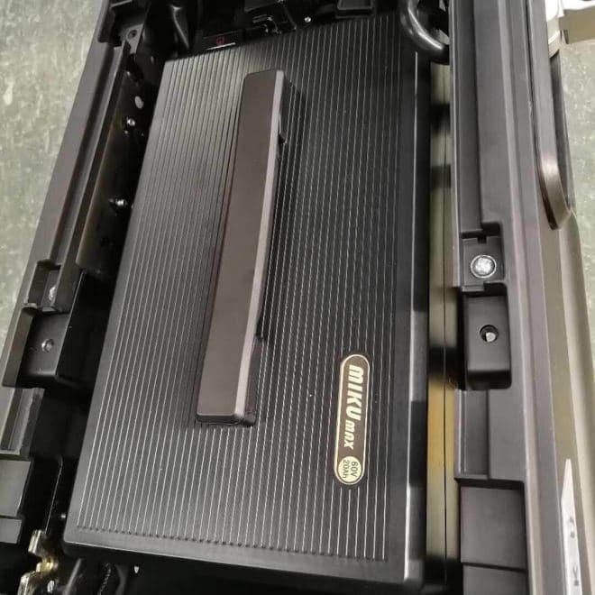 シート下に広い空間のある電動バイクSUNRA「Miku Max」