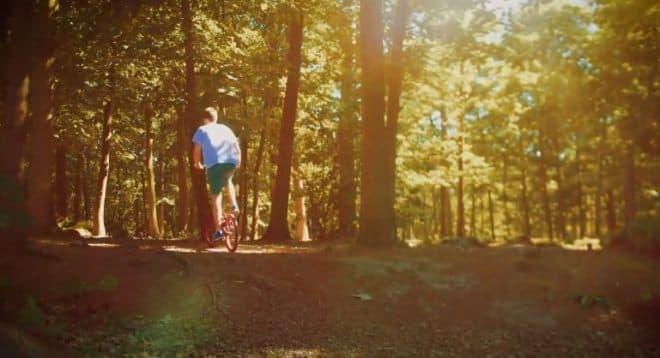 カロリーを激しく消費しながら走れる「StepTwin Bike」