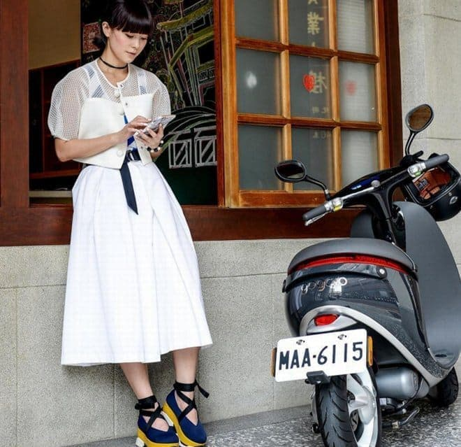 """ヤマハが、バッテリーを""""交換""""しながら走る電動バイクのGogoroと協業の検討を開始"""