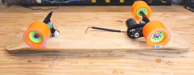 ネコ用の電動スケボーをDIY - 優れたネコ用UIが素敵