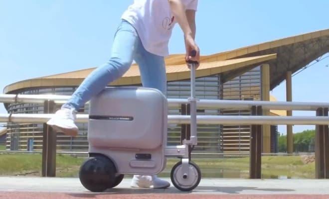 乗って走れるスーツケース「Airwheel SE3」Makuakeに登場