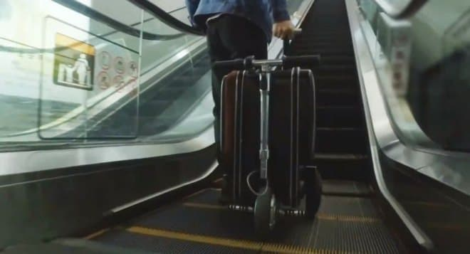 乗って走れるスーツケース「Airwheel SE3」、Makuakeに登場