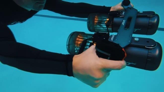 時速5.6キロでの移動を可能にするコンパクトな海中スクーター「LeFeet S1」