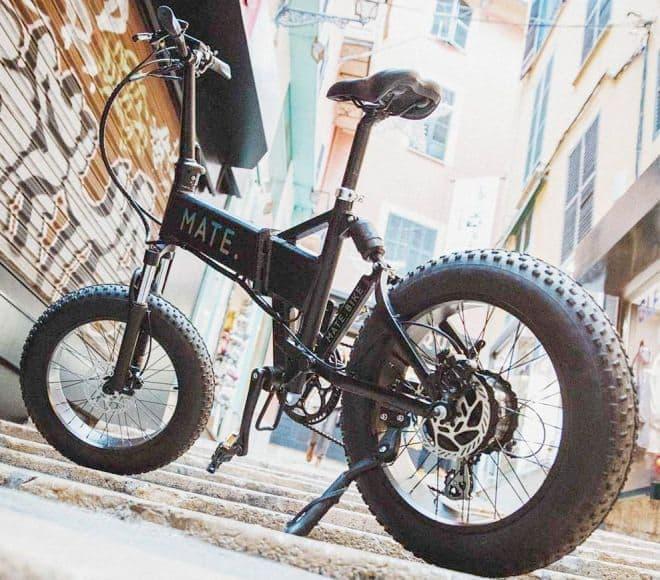 ファットタイヤを履いた通勤用折り畳み電動アシスト自転車「MATE X」