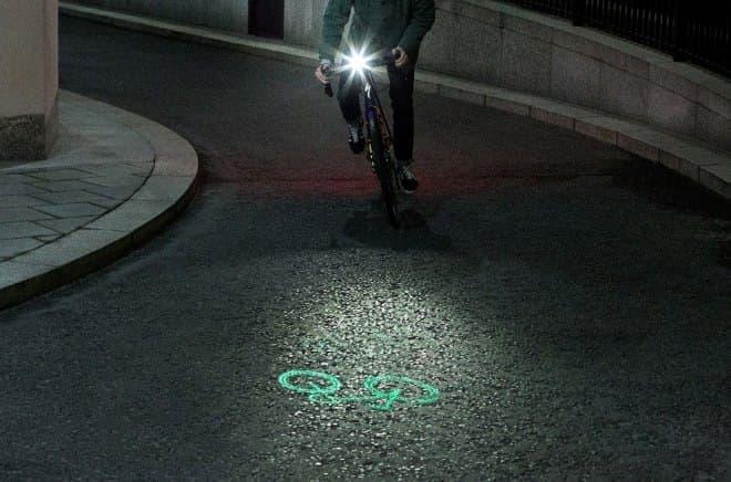 巻き込み事故を減らす自転車用ライト「Laserlight Core」