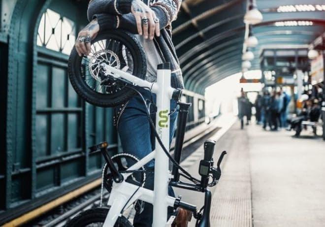 立てて収納する電動アシスト自転車UNI Micro