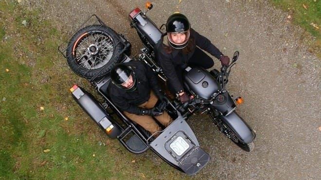 サイドカーに女性は乗せない…ドローンを載せる!―ドローン発着場装備の「Ural Air」