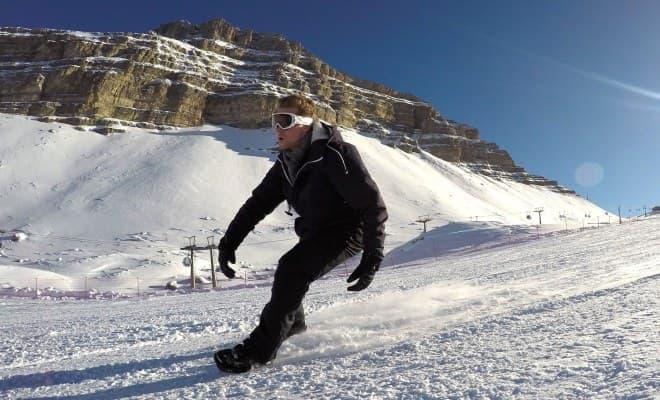 スキーとスケートの中間のスノーギアSnowfeet
