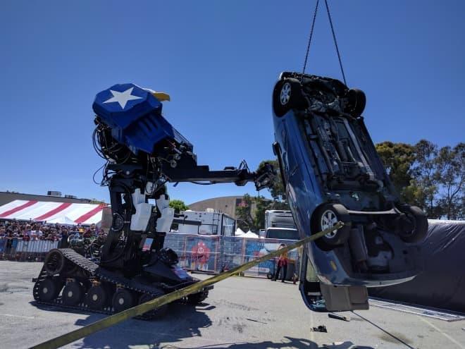 巨大ロボットに乗りたいか?-クラタスと戦ったMegaBotに搭乗できるツアー開催