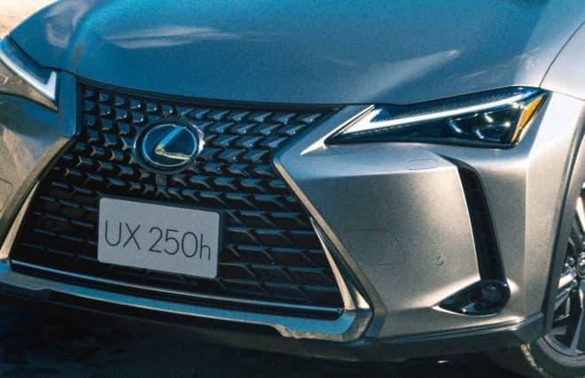 都会派コンパクトクロスオーバーLEXUS 新型「UX」