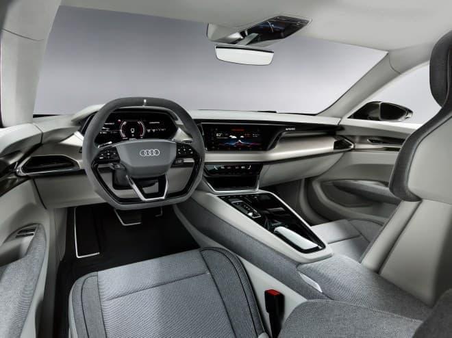 800ボルトで高速充電できる電気自動車 ― Audiの「 e-tron GT concept」