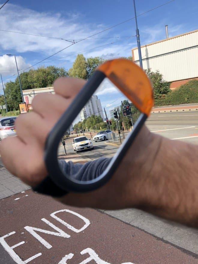 バックミラーは、手にはめろ!-自転車用ウインカー&バックミラー「Mirror Indicate」