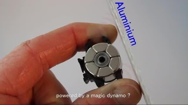 充電のいらない「Magnic Microlights」に、ディスクブレーキ採用車向け「Wega」