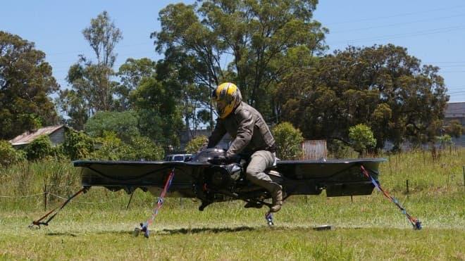 プロペラで空を飛ぶバイク「Hoverbike」