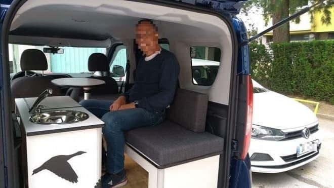 欧州生まれのぼっち用キャンピングカー Flexcamperによるフィアット「フィオリーノ」キャンパー