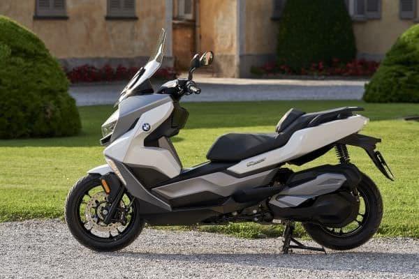 BMW、新型「C 400 X」「C 400 GT」を発売 - 同社初となるミドルサイズ・スクーター