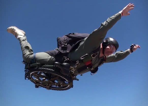 """""""パラシュート部隊""""と名付けられた折り畳み自転車、モンタギューバイクの「PARATROOPER」シリーズ"""