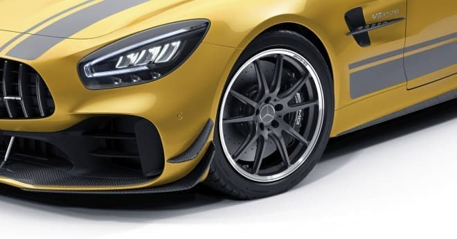 ストライプに惚れる―「メルセデスAMG GT R PRO」、20台限定で発売