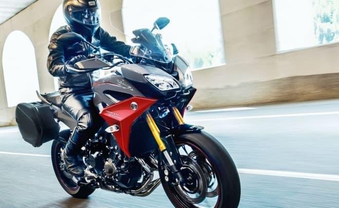ヤマハ「TRACER900/GT」、カラーリング変更 ― 走りへの情熱を表現した新色「ブルーイッシュグレーソリッド4」