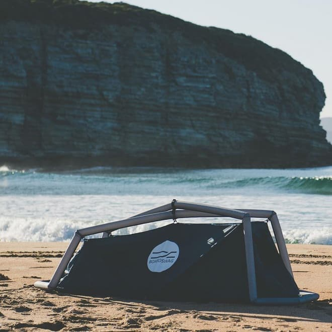 いい波のってんね~ ― テント機能の付いたサーフボードケース「BoardSwag」