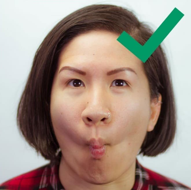 空港のバゲージクレームに、自分の顔が流れていく―顔写真をスーツケースカバーにする「Head Case」