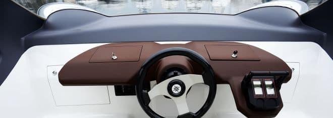 水中翼船も電動化へ―SeaBubblesの「Bubble Taxi」