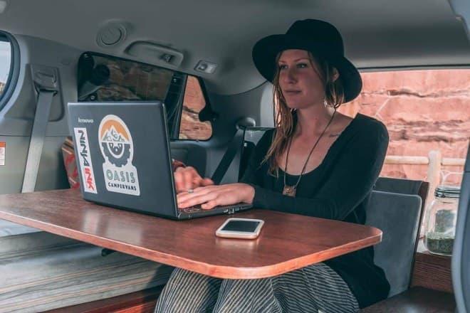ホンダオデッセイやトヨタシエナをキャンピングカーに改造するOasis Campervans
