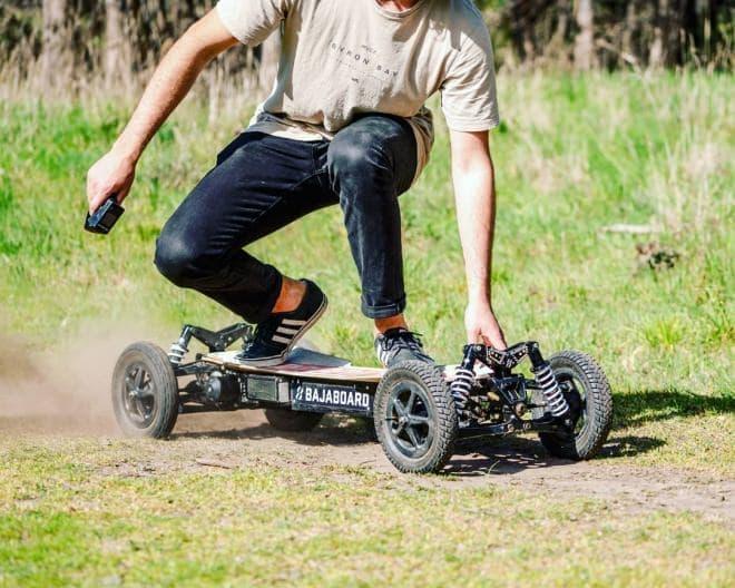時速72キロで走れる電動スケートボードBajaBoard「Pantera」