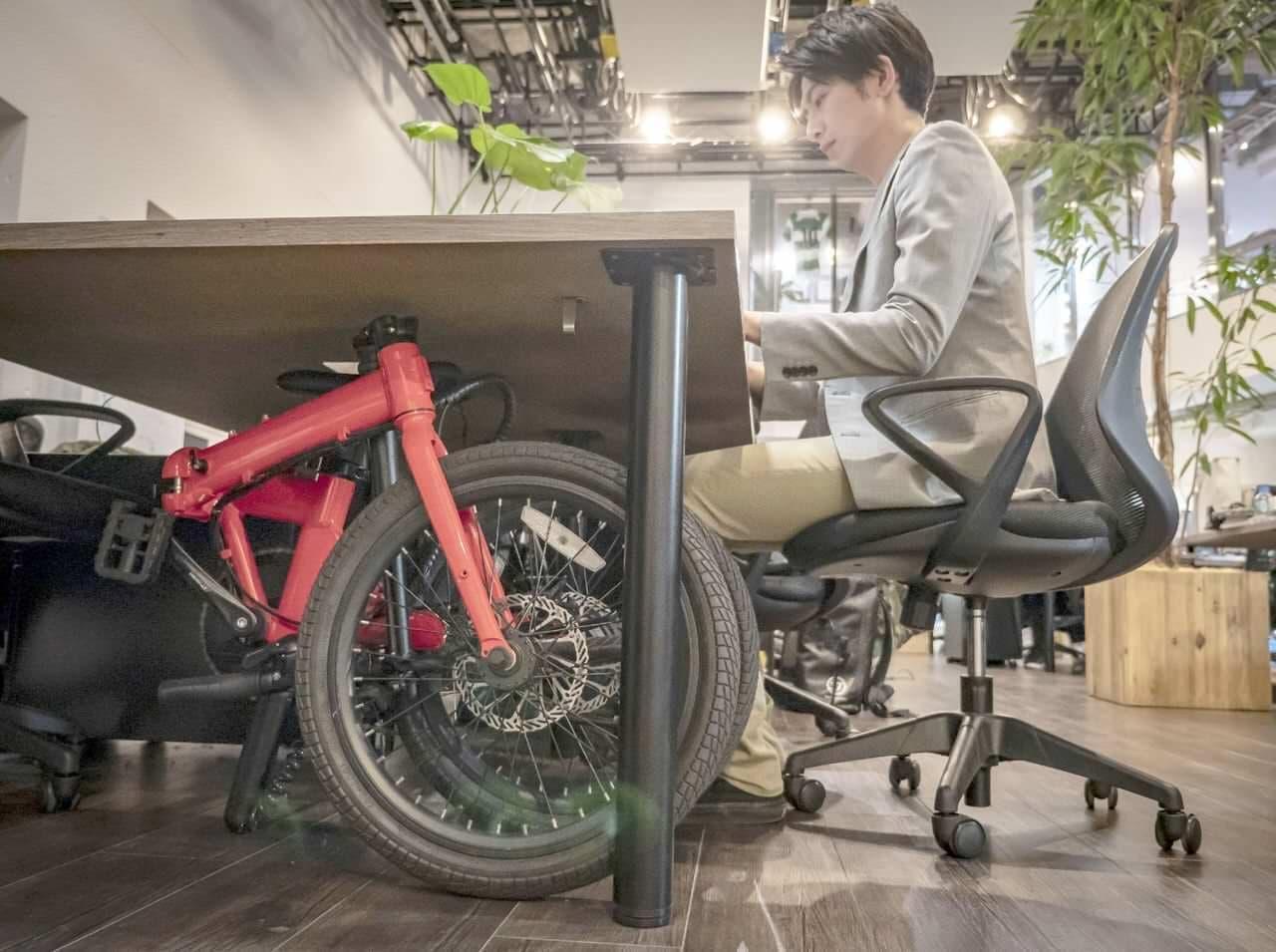 デスクの下に収納できる電動アシスト自転車「qualisports」