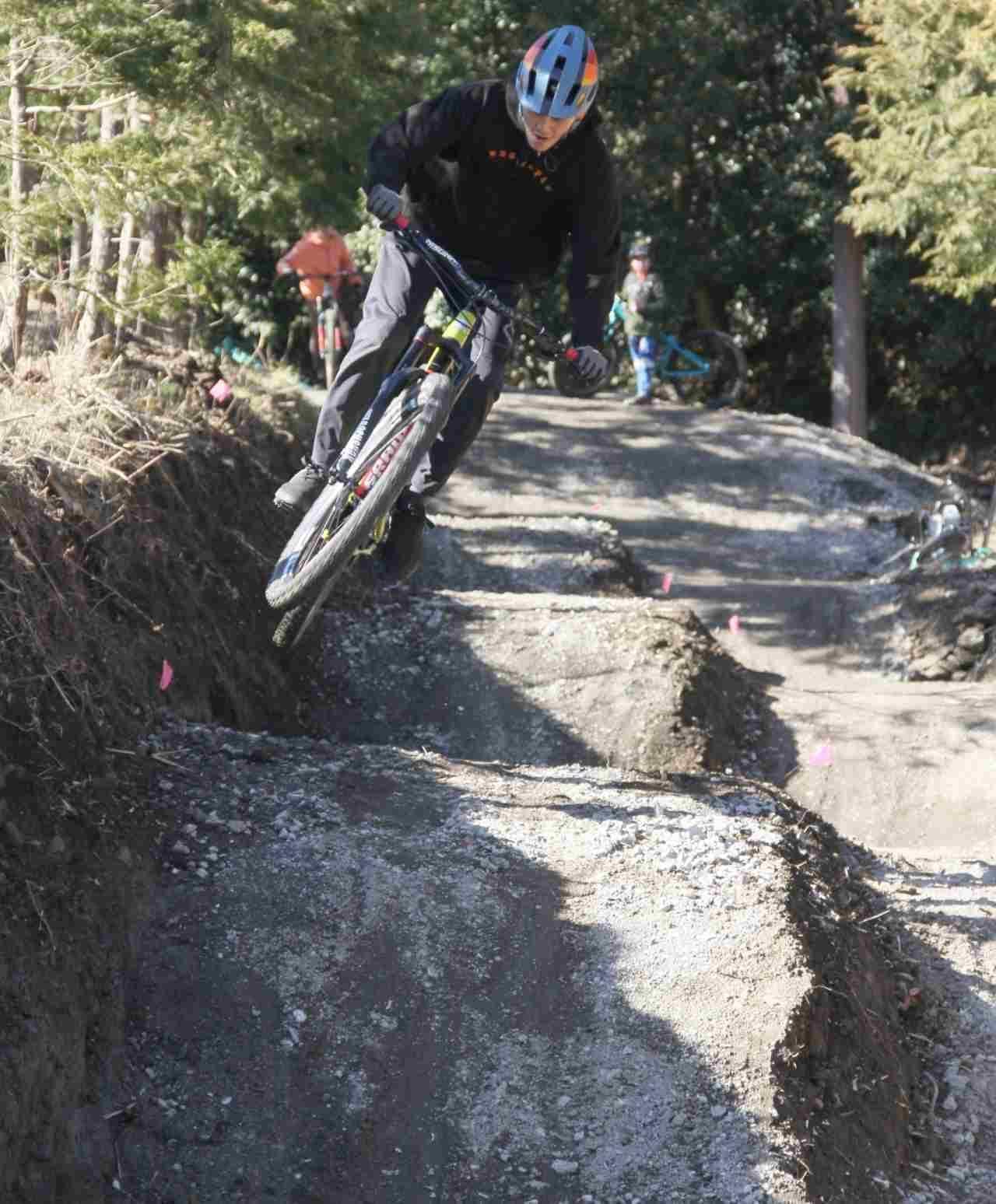 本格的なMTBライドが楽しめる「フォレストバイク・小田原」に、トレイルコースとジャンプレーン新設