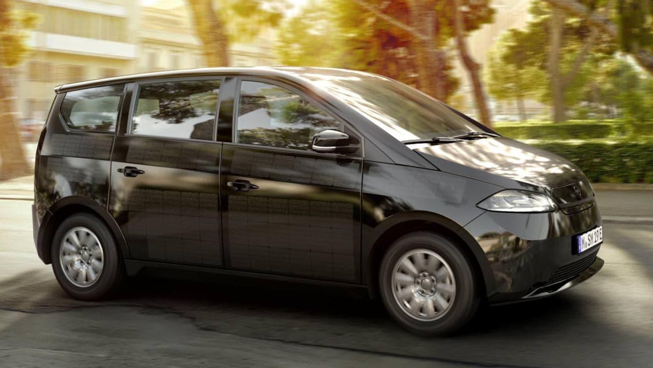 充電がいらない電気自動車 Sono Motors「Sion」量産試作モデル公開 ― ソーラーパネルをボディ全体に組み込み