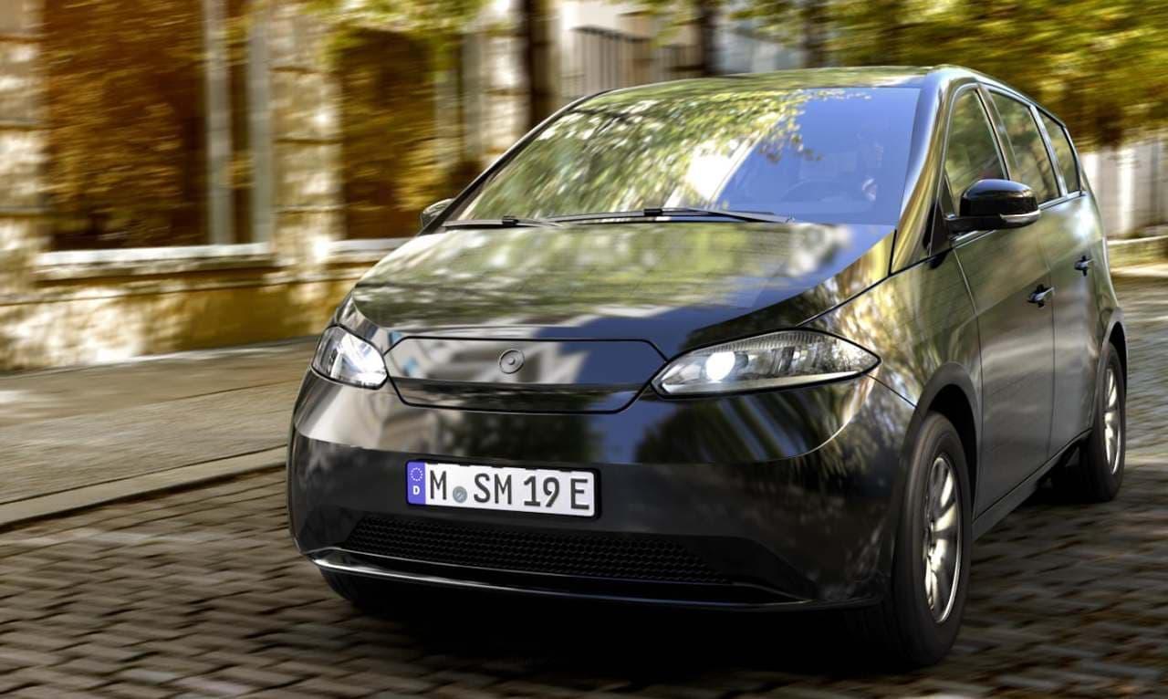 充電がいらない電気自動車 Sono Motors「Sion」量産試作モデル公開