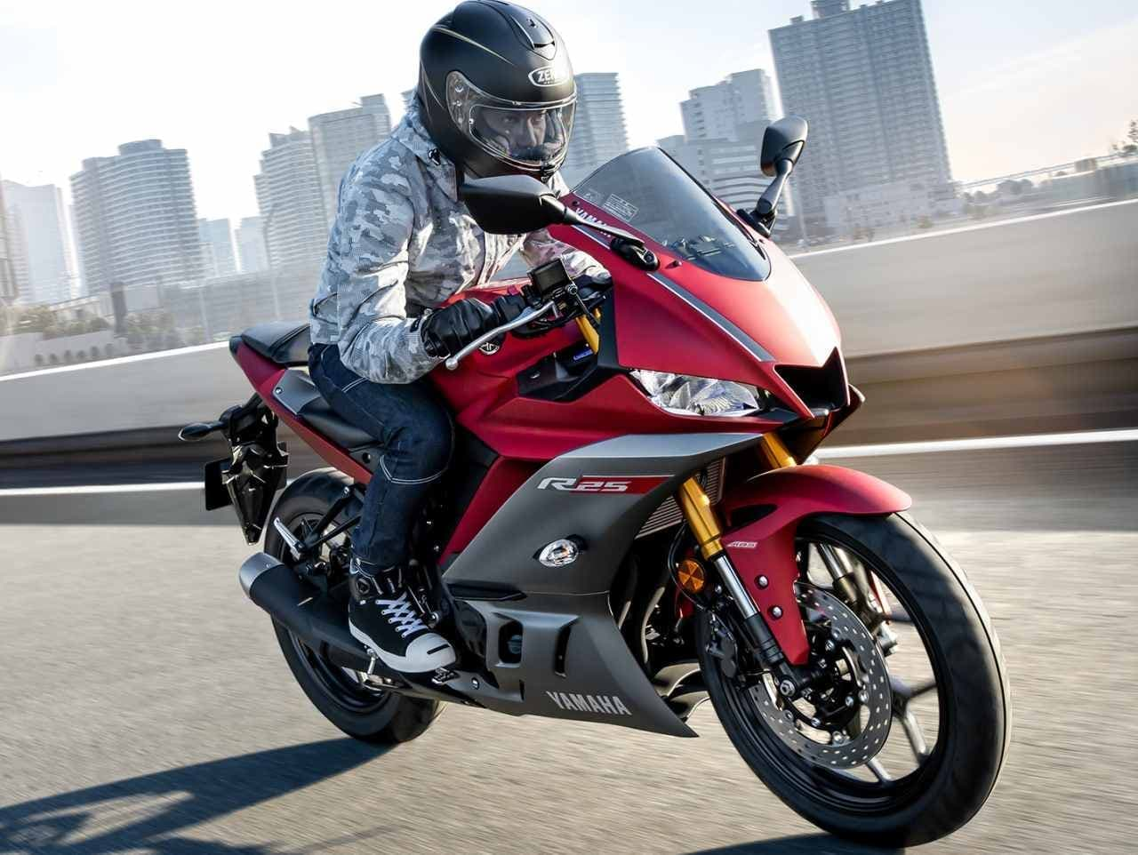 ヤマハ「YZF-R25」マイチェン ― MotoGPマシン「YZR-M1」イメージを強調