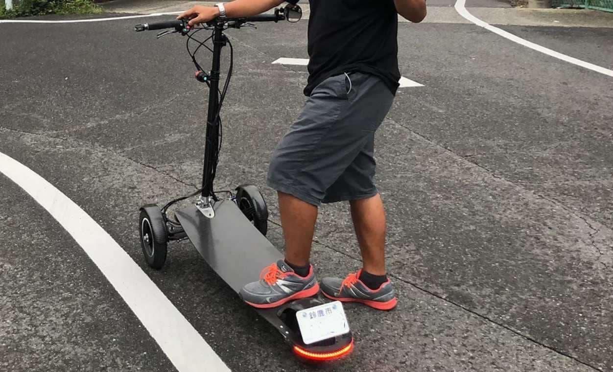 ナンバープレート付きで公道を走れる電動キックボード「Sunameri」