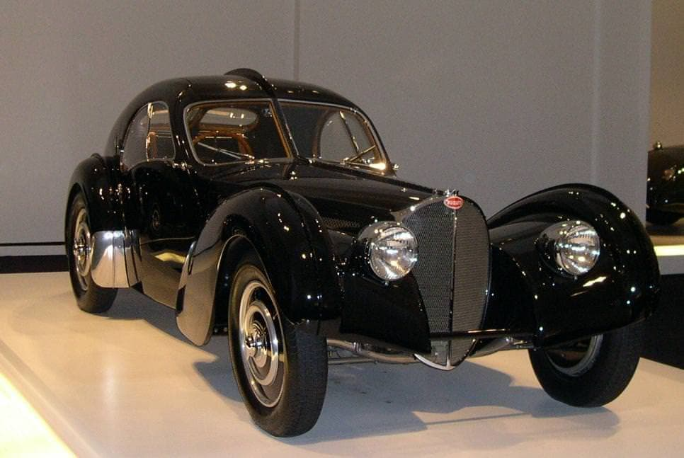 ブガッティ設立110周年を祝う「La Voiture Noire(黒いクルマ)」