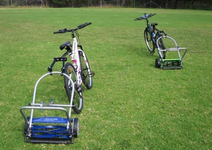自転車に取り付けるトレーラータイプの芝刈り機「Cycle Mower X」